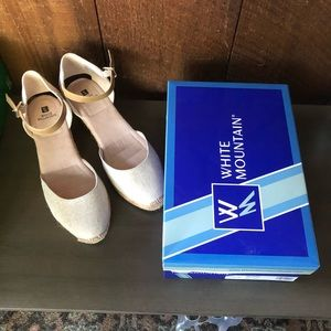 Rose Gold Close Toed Sandals Sz 10 white Mountain